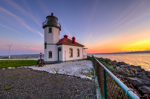 "Alki Point Lighthouse sunset • <a style=""font-size:0.8em;"" href=""http://www.flickr.com/photos/132142211@N05/18378196011/"" target=""_blank"">View on Flickr</a>"