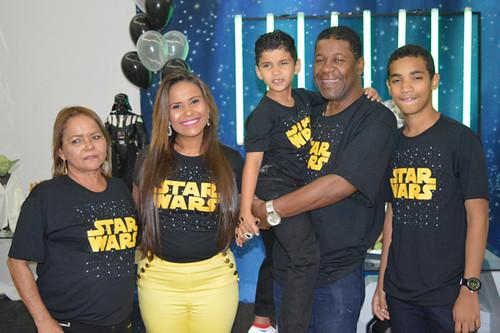 Michele com os pais e os filhos