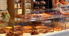 """Die Bäckerei. Die Bäckereien. In einer Bäckerei kann man Backwaren kaufen. Zum Beispiel Brot oder Kuchen. • <a style=""""font-size:0.8em;"""" href=""""http://www.flickr.com/photos/42554185@N00/32032885350/"""" target=""""_blank"""">View on Flickr</a>"""