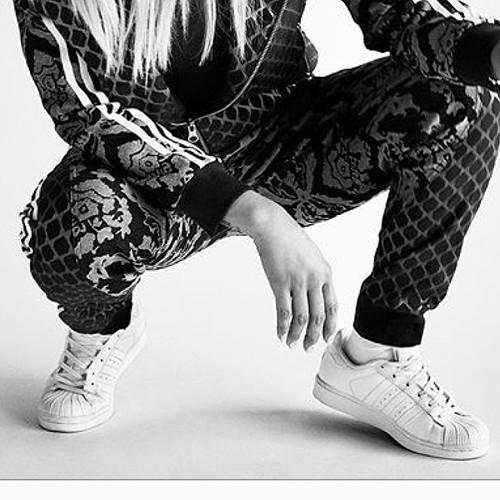 O Adidas Superstar mais querido, o todo branquinho, desembarca na Cash esta semana. Reserve o seu par!