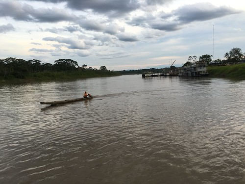 Le long des fleuves boliviens, le bateau est bien pratique !