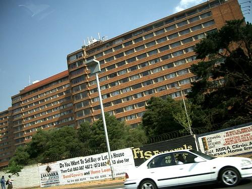 rumah sakit paling besar