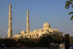 "Die Moschee. Die Moscheen. • <a style=""font-size:0.8em;"" href=""http://www.flickr.com/photos/42554185@N00/22623170867/"" target=""_blank"">View on Flickr</a>"