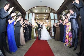 À saída da Igreja, já casados