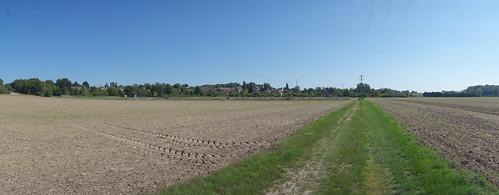 Une vue sur le village depuis la pierre