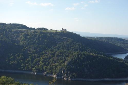 Les élèves nous ont parlé de ce château en haut de la colline.