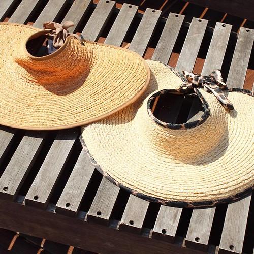 As maxi viseiras, que dão um up na moda praia e piscina