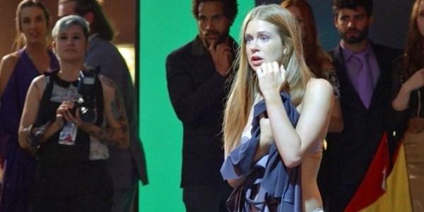 """Dá para esquecer da realidade"", diz Marina Ruy Barbosa sobre trama das 19h"