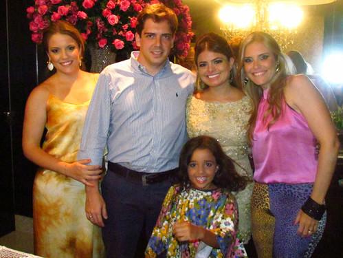 Os noivos ladeados pelas irmãs dele, Fernanda e Marcela, e pela sobrinha dela, Helena