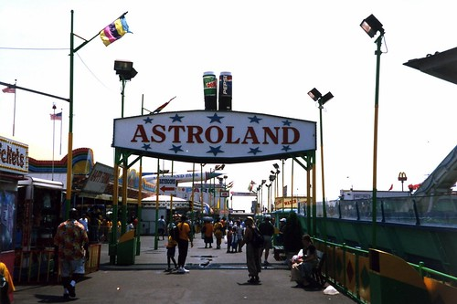 Astroland Amusement Park by wallyg.