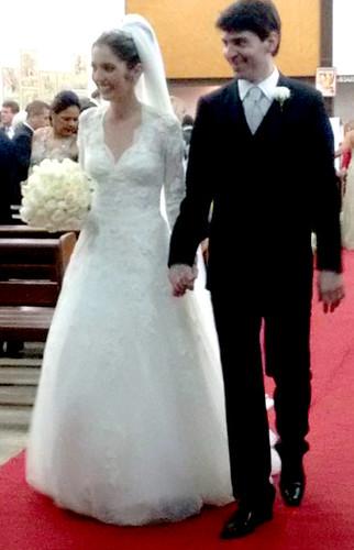 Os noivos à saída da igreja
