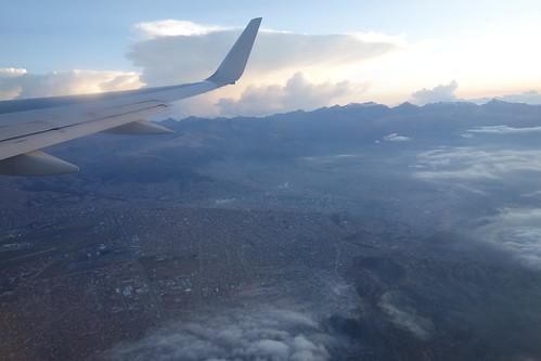 Nous allons atterrir au milieu des montagnes