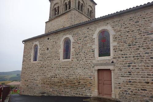 Les vitraux de l'église représentent des symboles vinicoles ... malheureusement l'église était fermée !