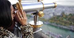 """Das Fernrohr. Die Fernrohre. Oder: Das Teleskop. Die Teleskope. Die Frau blickt durch ein Fernrohr. • <a style=""""font-size:0.8em;"""" href=""""http://www.flickr.com/photos/42554185@N00/33136247245/"""" target=""""_blank"""">View on Flickr</a>"""