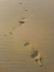 textura_footprints_in_the_sand_2