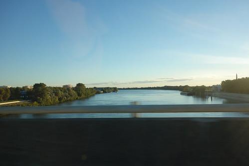Nous traversons le Rhône