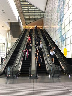 3 storey escalator