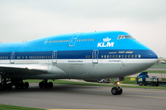 KLM's 747-406 PH-BFW - nose