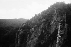 崖 cliff