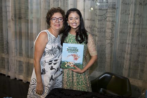 Cibele Teixeira e Raquel Vieira, que lançou seu livro na feira
