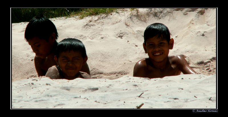 Niños Pemón en Canaima - Venezuela