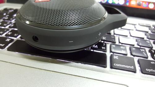 ด้านขวาเป็นปุ่มปรับระดับเสียง และ audio in
