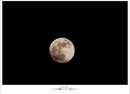 De maan in volle glorie (f/10, ISO100, 1/250)