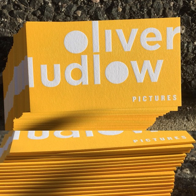 We let the yellow ink bleed off the edge on these business cards for Oliver Ludlow Pictures. #dolcecustom #edgecoloring #PMSmatch . . . Design by @lost_luggage