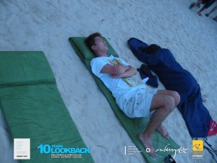 02072003 - 3DO.Official.Sentosa.Camp.2003.Dae.2 - Vincent & Jane Sleepin On The Beach