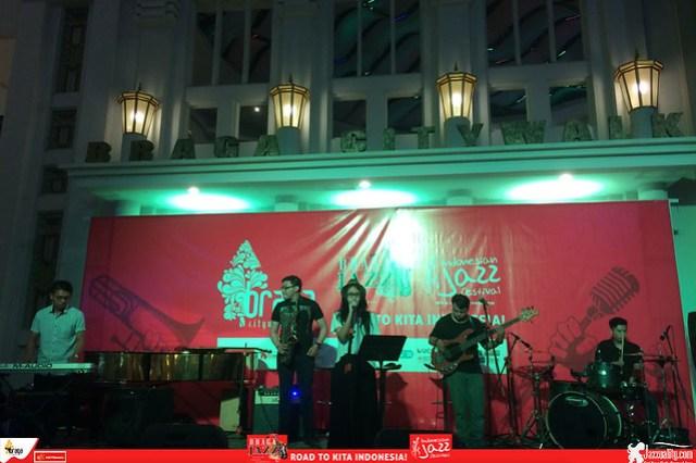 Road to IndonesianJazzFestival2015-BragaJazzWalk-Motionvibe-ft-Rizka (1)