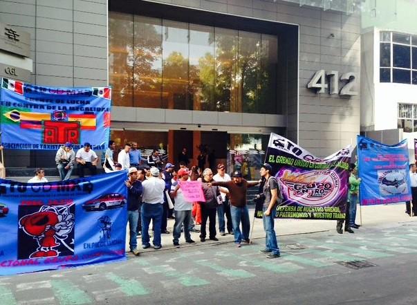 Protesta de taxistas sobre Reforma contra Uber y Cabify