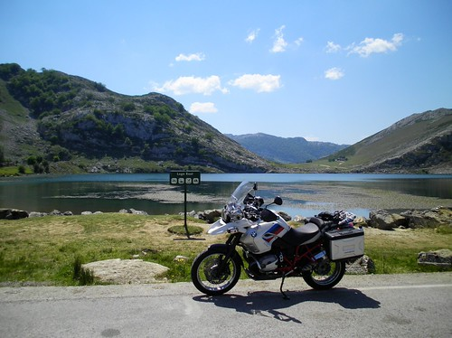 Veduta del lago di Enol
