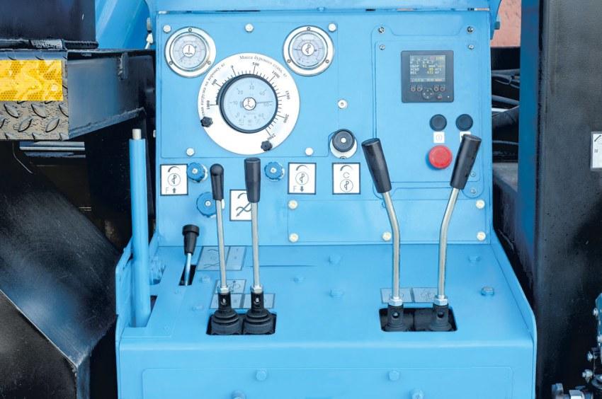 Панель управления буровой установкой УРБ-41
