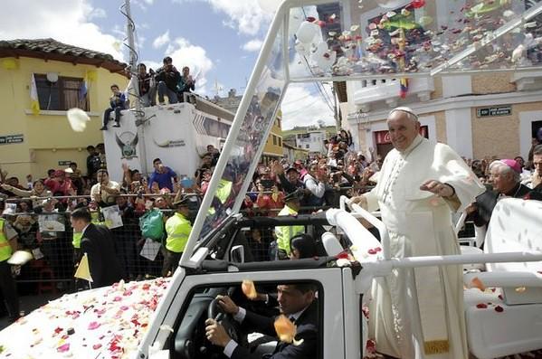 Papa pide a sacerdotes recordar orígenes humildes de la Iglesia
