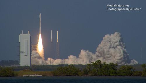 Atlas V rocket EchoStar 19