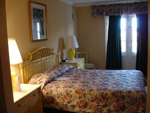 Icky Hotel Room, Malaga Inn, Mobile AL