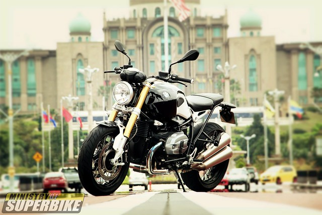First Ride : BMW RnineT