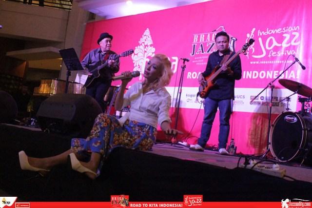 Road to IndonesianJazzFestival2015-BragaJazzWalk-Syaharani (2)
