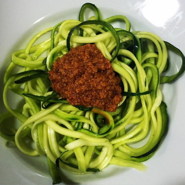 Pesto siciliano con courgetti