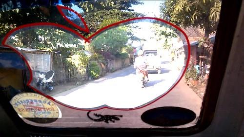 Bajo-acogedor viaje en el tricycle de la manzana mordida