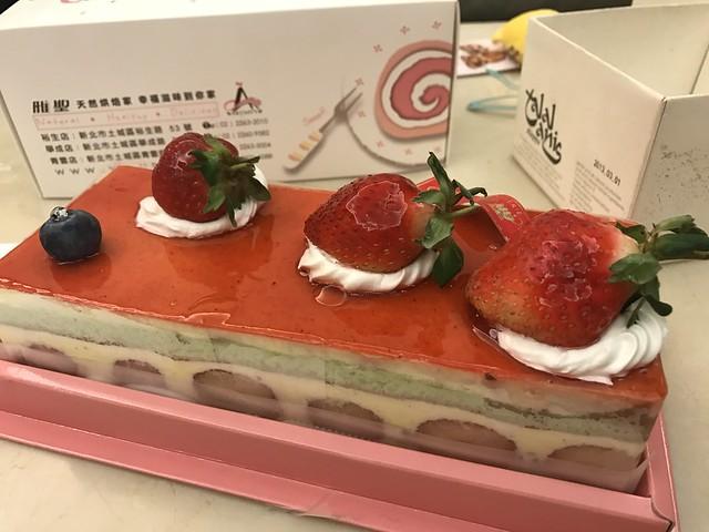 [美食] 冬季限定。雅聖草莓蛋糕|真的是每年必買的蛋糕甜價格記錄 @ ¾ のELSA。菲常好攝 :: 痞客邦