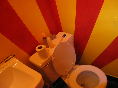 circus toilet