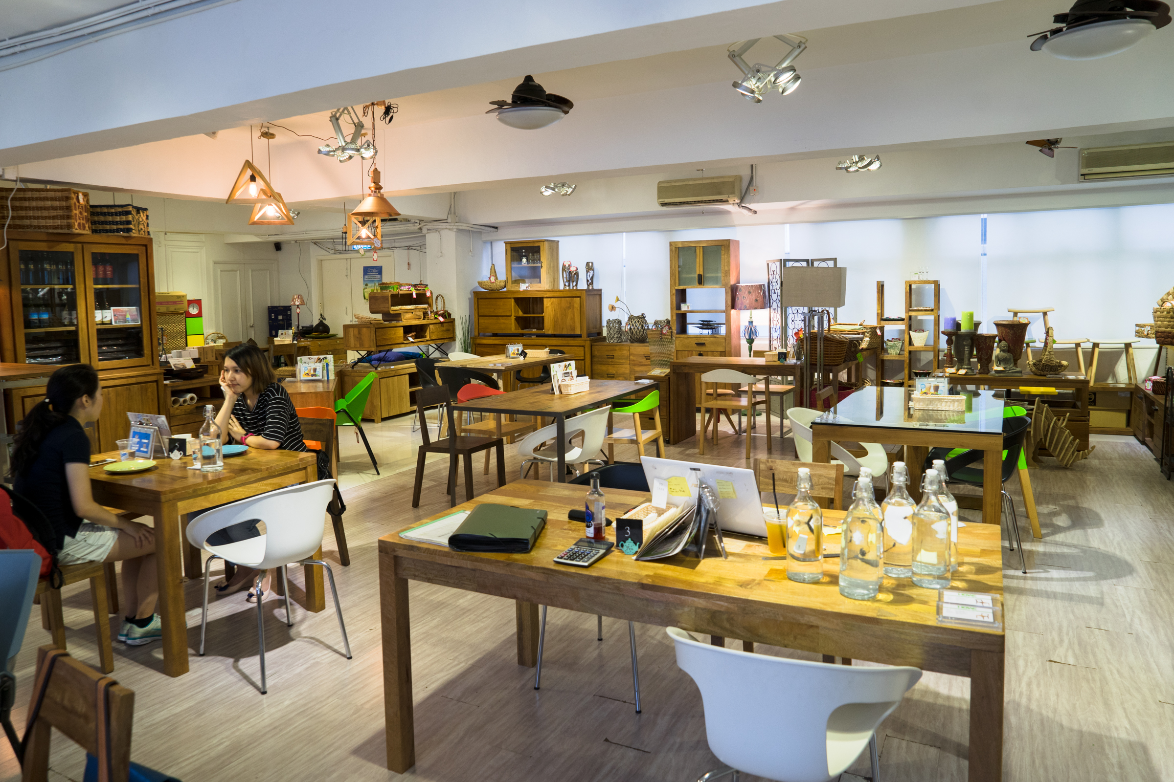 【觀塘】HOWE CAFE・工廈傢具店中嘆咖啡! | 跟著小鼠去旅行 – U Blog 博客