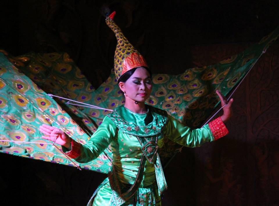 Khmer dance has beautiful costumes