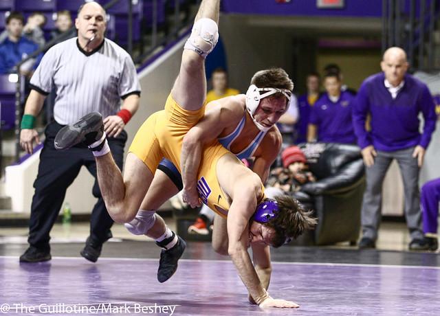 141 Jordan Roth (Upper Iowa) dec. Louie Sanders 8-7