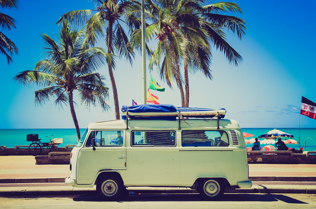 Imagen gratis de una furgoneta surfera