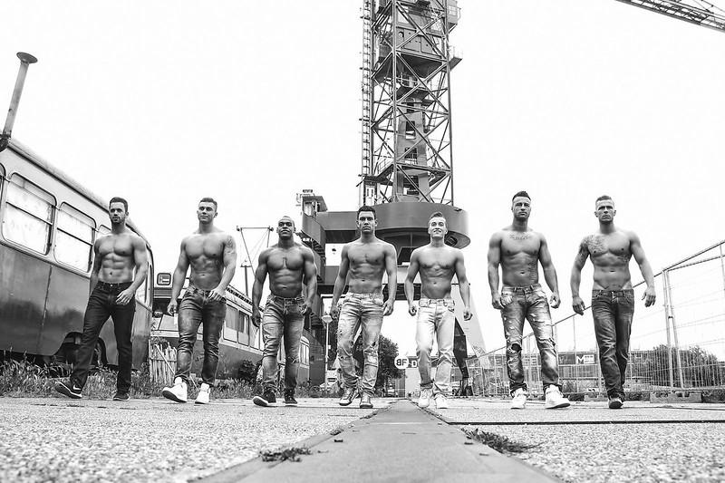 Persfoto Infinity Male Crew