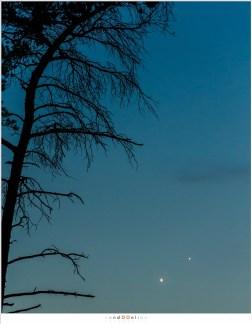 Een dag na de korte samenstand, twee uur na zonsondergang