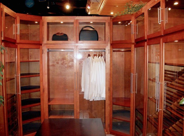 Glass closet by Philux