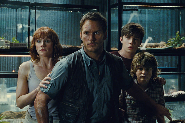 jurassic-world-chris-pratt-bryce-dallas-howard-nick-robinson